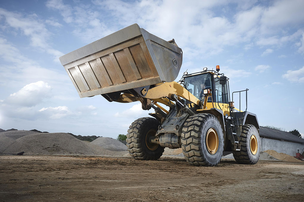 Construction equipment leasing: pros and cons